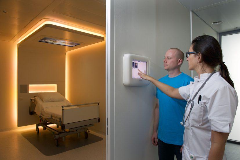 Comment General Electric et Philips numérisent les hôpitaux